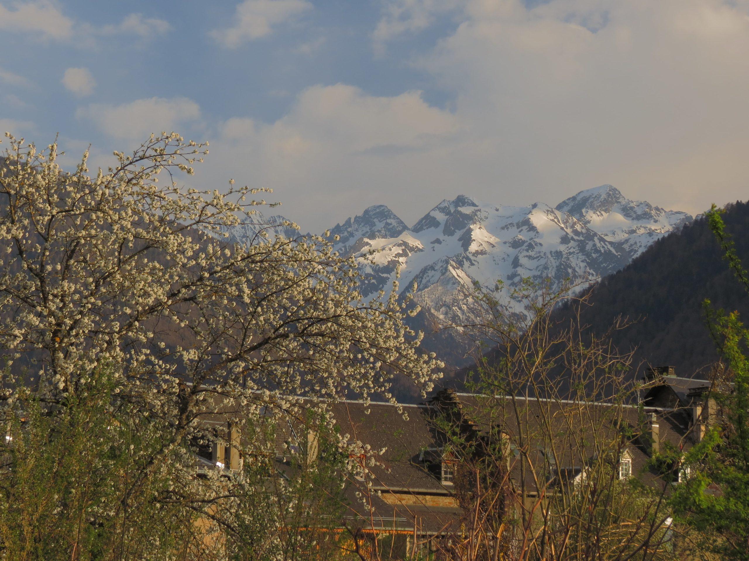 Vue sur les glaciers depuis Luchon scaled